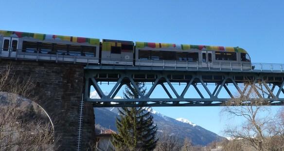 Vinschger Zug bei Göflan - ferrovia Val Venosta (Foto Umweltschutzgruppe Vinschgau)