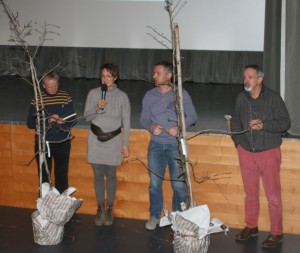 Aktiv im Klimaschutz: Martin Trafoier, Eva Prantl, Rudi Maurer, Georg Kaser und die Palabirn-Bäume