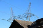 Hochspannung über den Dächern von Agums/Prad